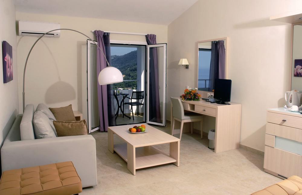 Camera Hotel Agios Gordis.JPG
