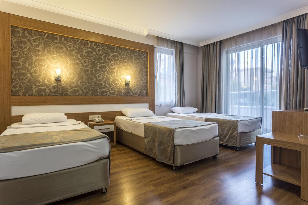 Alanya, Hotel Lonicera City camera 1.jpg
