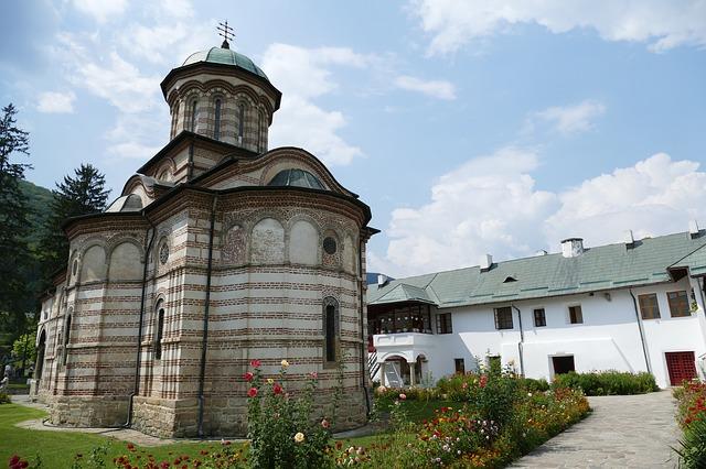 monastery-3646351_640.jpg