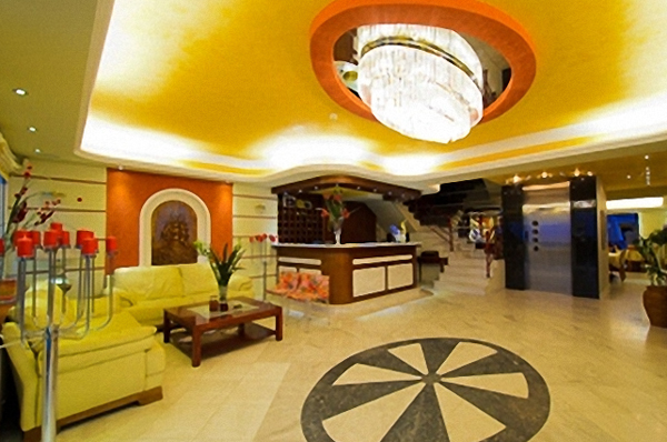 Nei Pori, Hotel Evilion, lobby, receptie.jpg