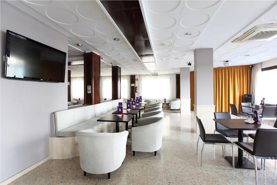 sala-tv-hotel-brasil.jpg
