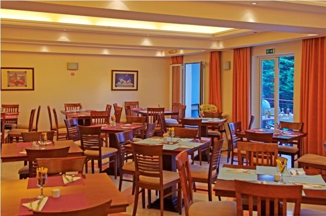 12Restaurant1.JPG