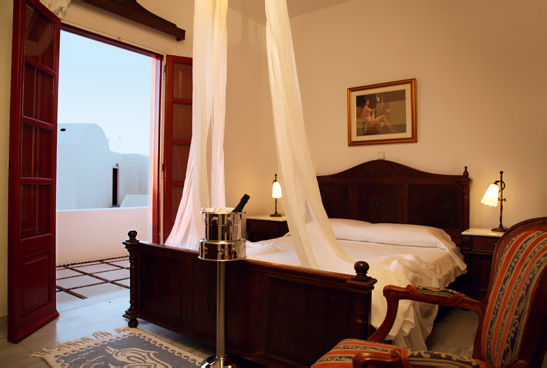 luxury-accommodation-santorini-01.jpg