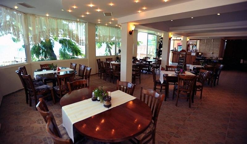 Hotel Oasis Balchik Restaurant.jpg