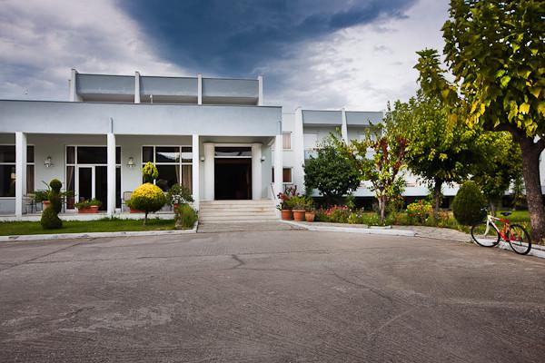 Thassos, Hotel Aethria, intrare.jpg