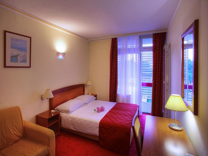 12005-solaris-hotel-niko-room2.jpg