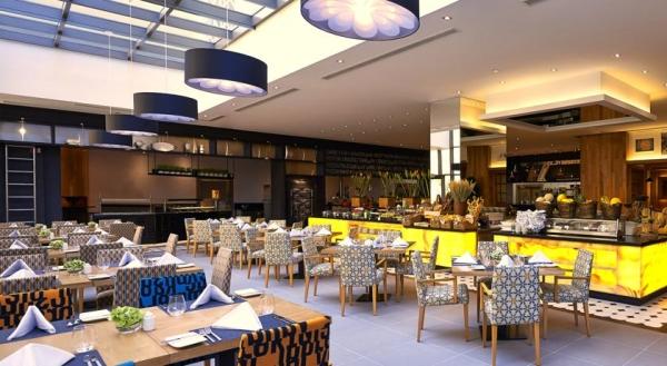 Dubai, Movenpick Jumeirah Beach, restaurant, bufet.jpg