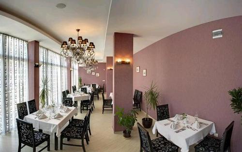 Hotel Slavey restaurant.JPG