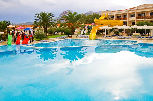 Corfu, Hotel Mitsis Roda Beach, piscina exterioara.jpg