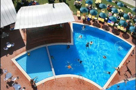 Hotel Faustina poza piscina.jpg