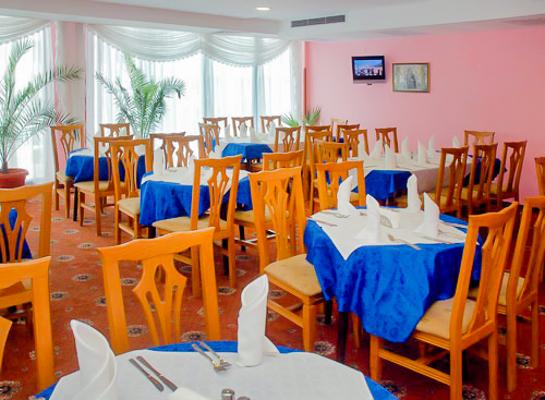 Sunny Beach, Hotel Colosseum, restaurant, mese.jpg