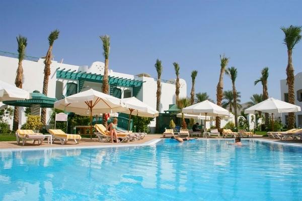 Sharm El Sheikh, Hotel Falcon Hills, piscina exterioara, sezlonguri.jpg