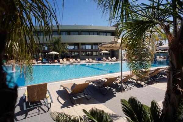 Rodos, Hotel Virginia, piscina, sezlonguri.jpg