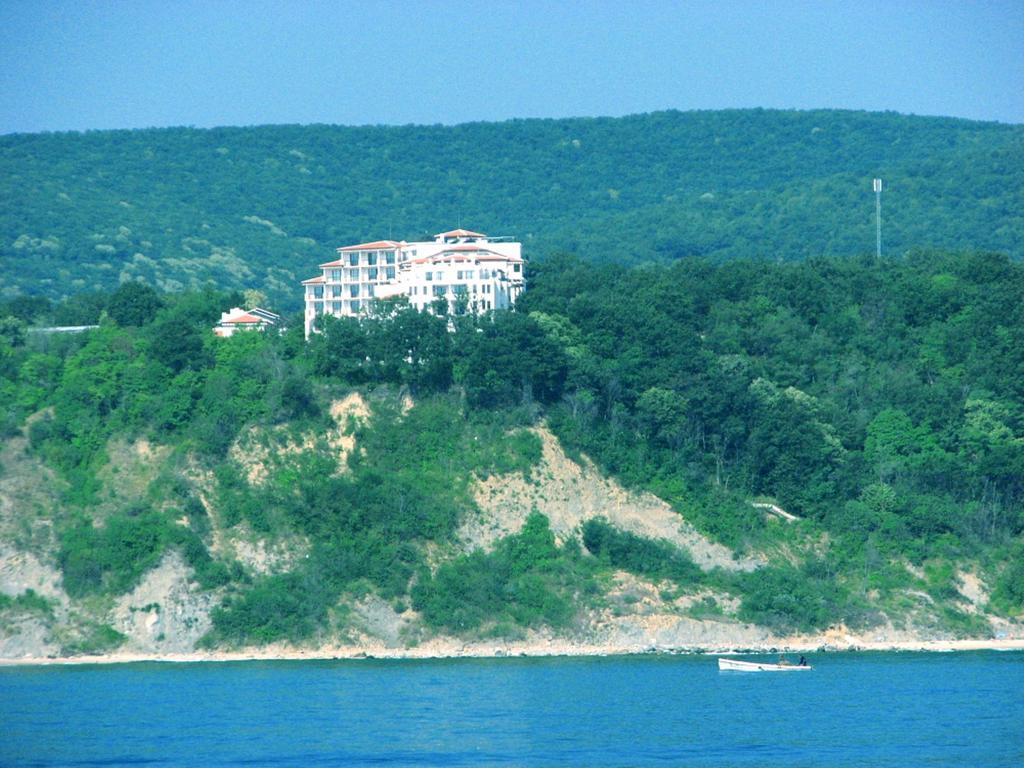 cliff 2.jpg