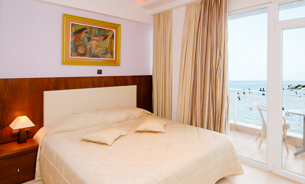 Paralia Katerini, Hotel Olympus, camera, vedere mare, pat.jpg