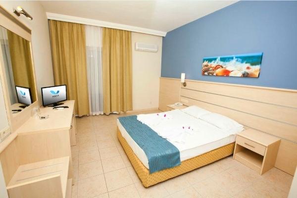 Alanya, Hotel Aska Bayview, camera, pat, TV, aer conditionat.jpg