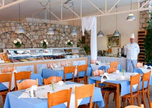 Hotel Dephne Holiday Club  restaurant.JPG