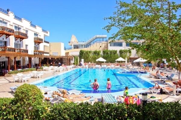 Sharm El Sheikh, Hotel Falcon Naama Star, piscina exterioara, sezlonguri.jpg