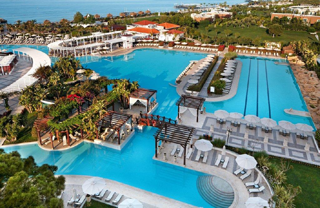 Ela Quality Resort bar la piscina