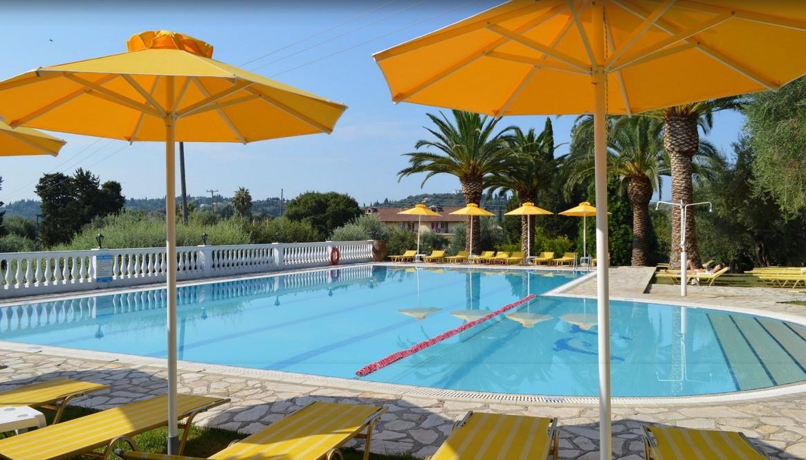paradise piscina.jpg