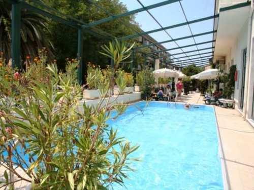 Hotel Palace Mon Respos piscina.jpg