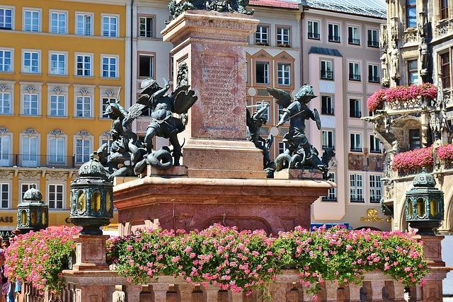 marienplatz-1685882_640.jpg