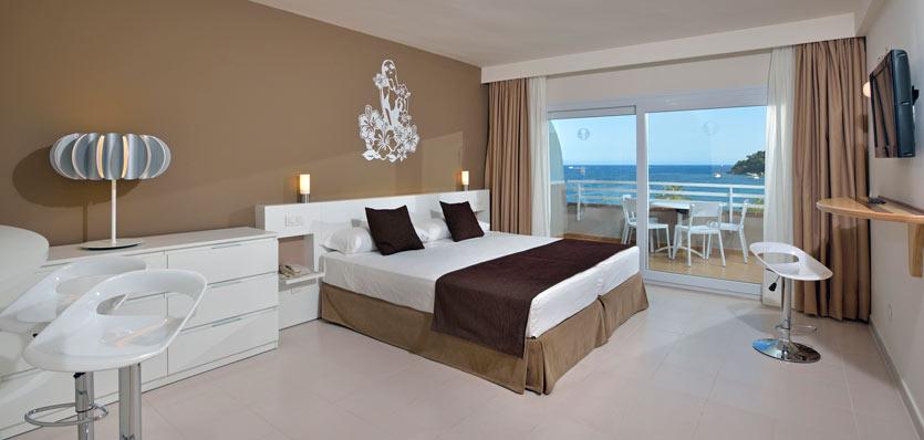 06awavehouse-suiteroom.jpg