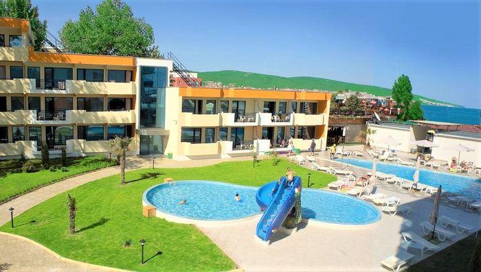 Glarus piscina.jpg