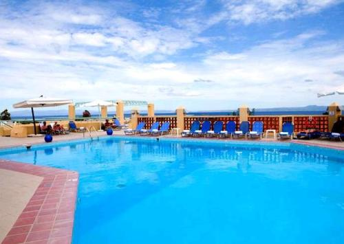 Hotel Dephne Holiday Club piscina.JPG