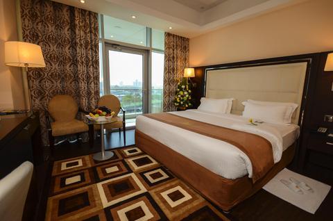 2241284-Copthorne-Hotel-Dubai-Guest-Room-2-DEF.jpg