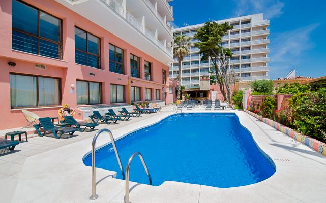 Costa del Sol, Hotel Villasol, piscina exterioara, sezlonguri.jpg