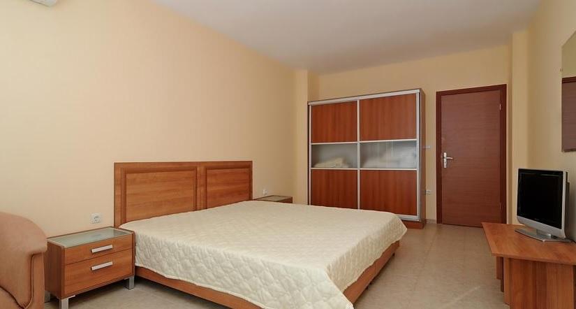 Karolina Hotel, Sunny Beach, camera, apartament, dormitor.jpg