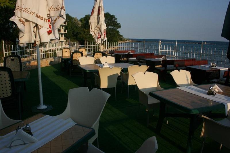 Hotel Oasis Balchik Terasa.jpg