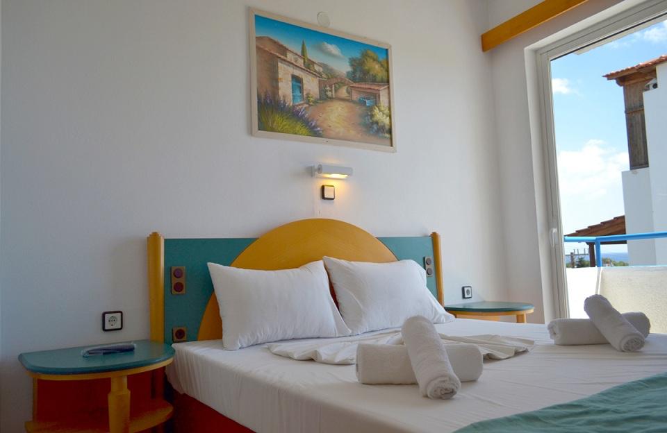 summer_breeze_hotel_double_bed.jpg