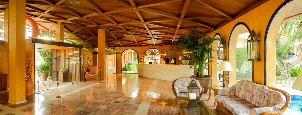 Costa Brava, Hotel Hotenco Luna Park, receptie, lobby.jpg