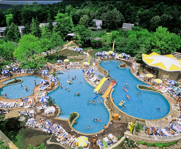 Hotel Vita Park, exterior, piscina, sezlonguri.jpg