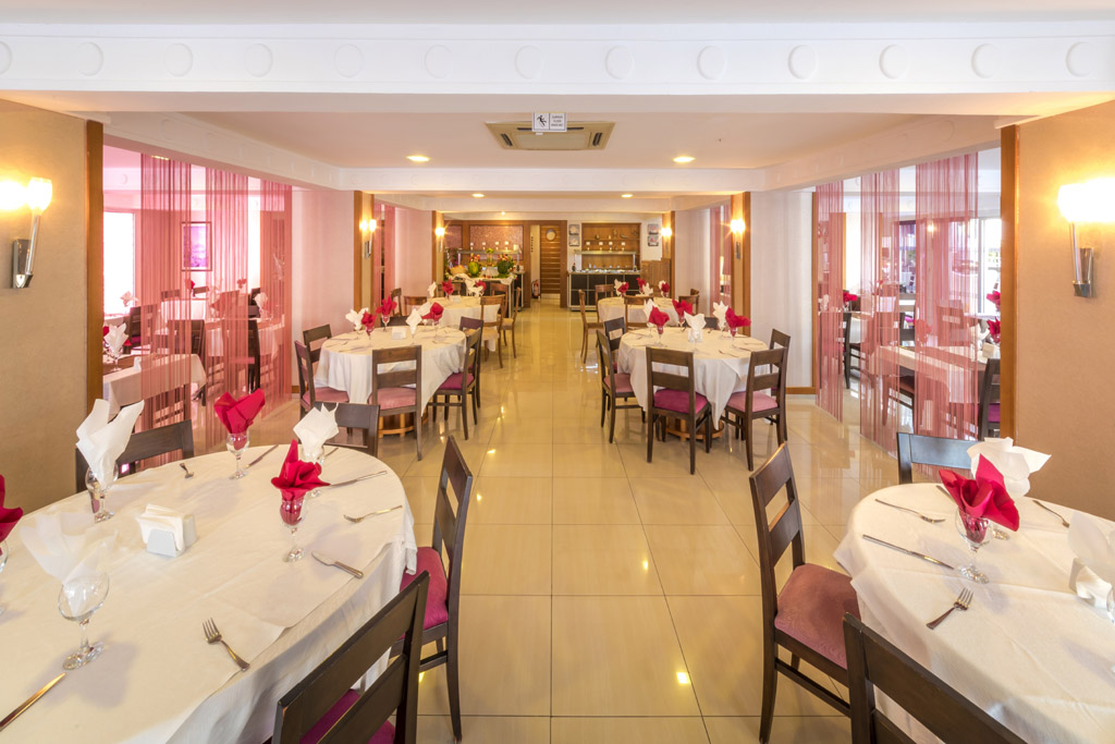 iphotels_ideal_pearl_restaurant_02.jpg