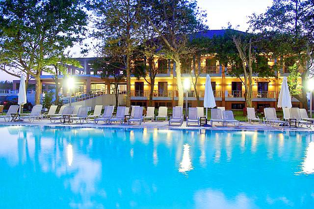 Olympic Beach, Hotel Giannoulis, exterior, hotel, piscina, sezlonguri.jpg