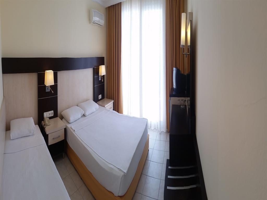 Alanya, Balik Beach Hotel camera standard 2.jpg