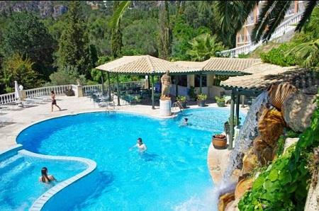 Piscina Hotel Paleokastritsa.jpg