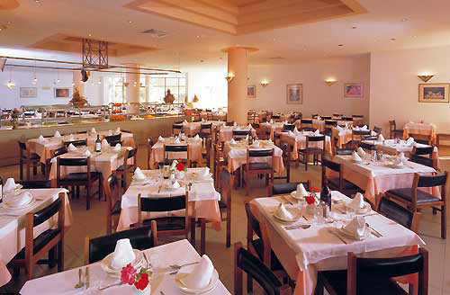 Hotel Doreta Beach  restaurant.jpg