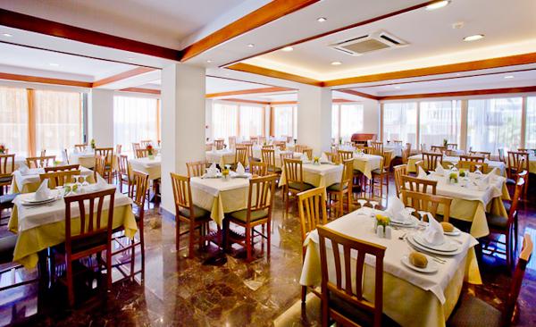 Dining room-1.jpg