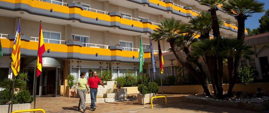Entrada-Hotel-Sunna_jpg_910x386_crop_q85.jpg