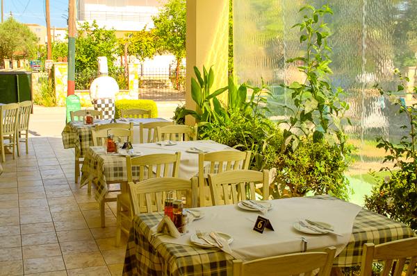 Zakynthos, Hotel Plaza Pallas, terasa.jpg
