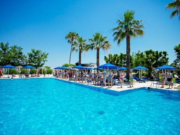 Rodos, Mitsis Faliraki, exterior, piscina, sezlonguri.jpg