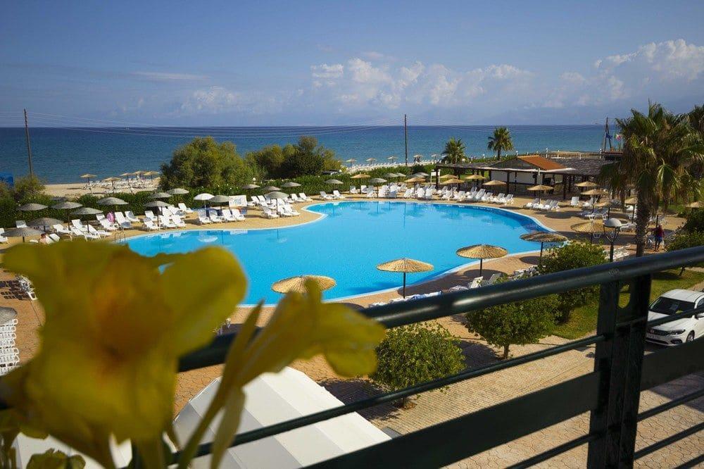 almyros piscina 2.jpg
