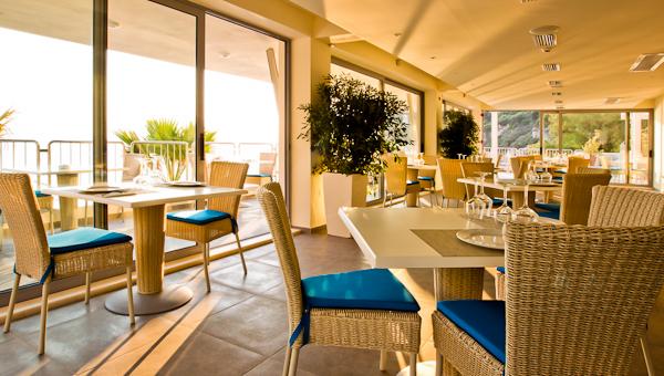 restaurant -  interior day_low.jpg