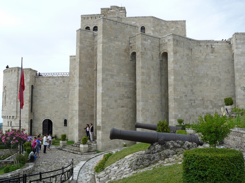 castelul kruje, hello holidays.jpg