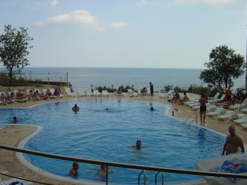 Hotel  Ahilea piscina.JPG