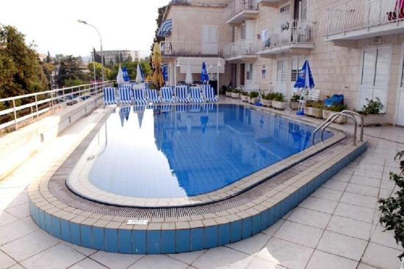 swimming-pool.jpg